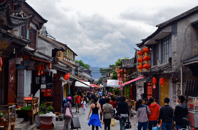 Renmin Lu, a street in the Old Town known for its restaurants and shops.