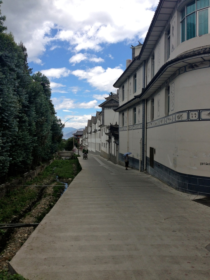 An alley outside the Old Town. The main inhabitants of Dali are the Bai ethnic minority group. According to Lonely Planet, the Bai settled in the region around 3,000 years ago.